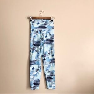 Aerie Chill Play Move Blue and White Leggings